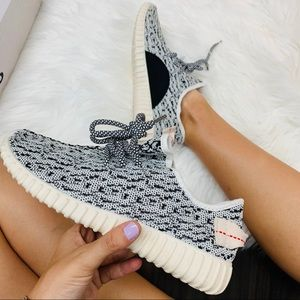 Shoes - Off white knit sneaker